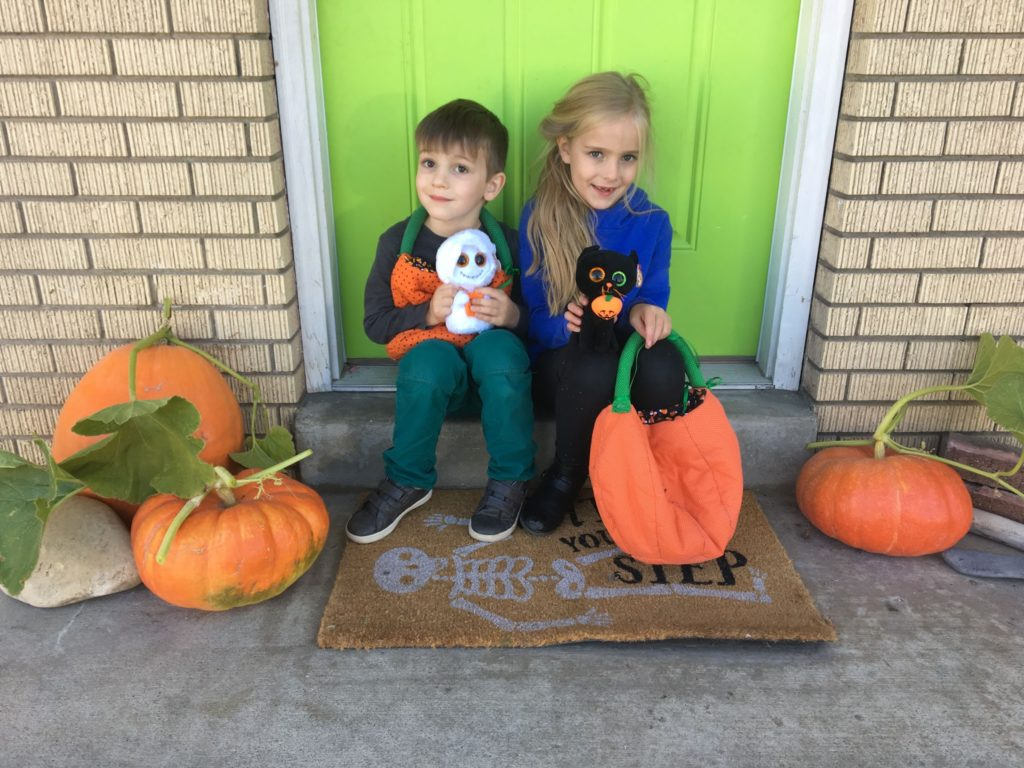Garden Update 2019: Picking Pumpkins, Decorating for Halloween